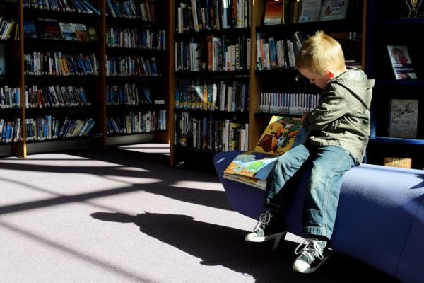 child_and_books_208362
